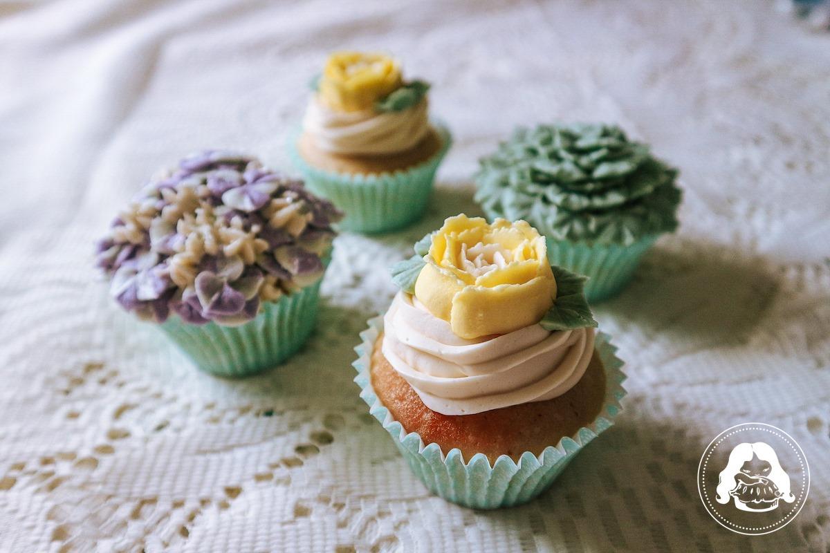 Floral Design Cupcake JESBAKES